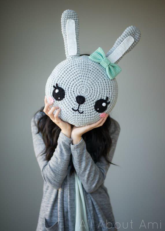 Snuggle Bunny Pillow Free Crochet Pattern - Cool Creativities | 800x571