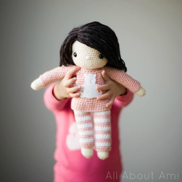Tutorial - Needle Sculpting an Amigurumi Doll Face | Stitches n Scraps | 600x600