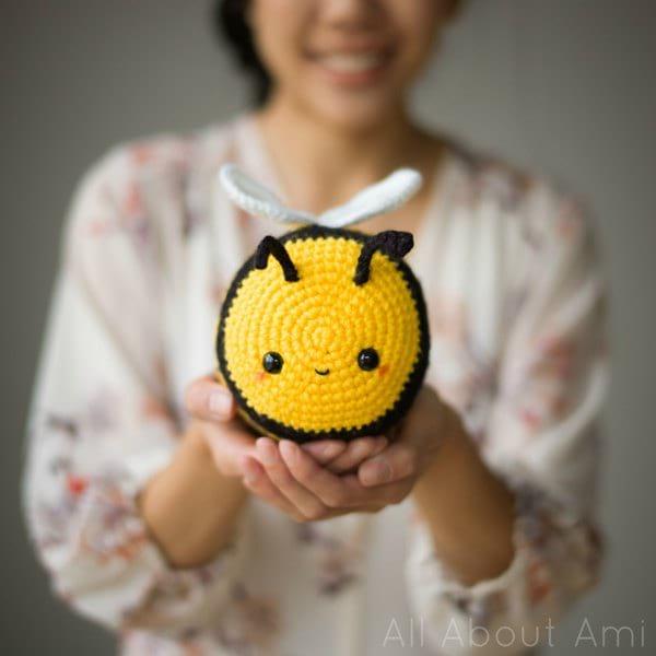 Amigurumi Bees Pattern: Bumble & Queen Bee | Crochet bee, Crochet ... | 600x600