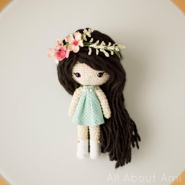 Crochet Flower Gal & Bee Doll Free Pattern - #Crochet, #Doll Toys ... | 600x600